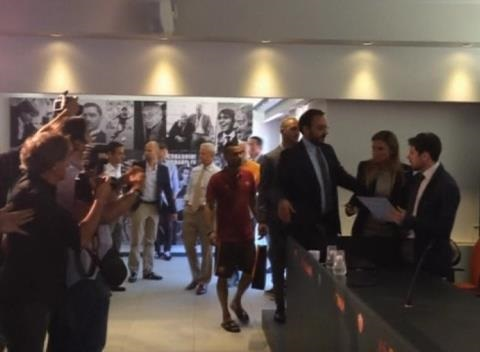 News video: Ashley Cole Signs for AS Roma